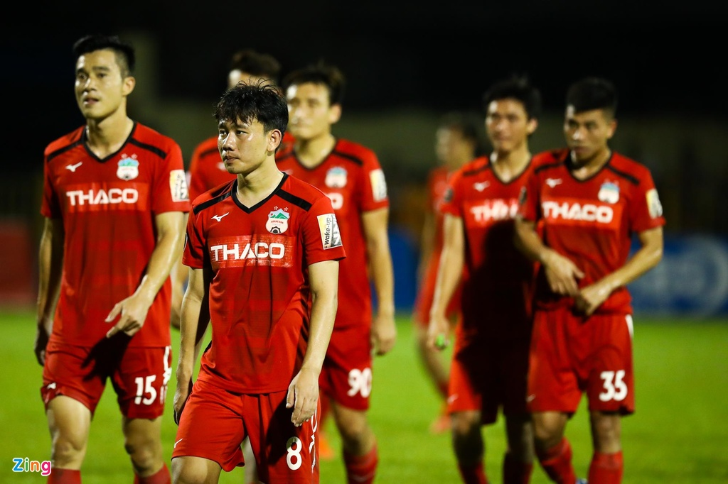 Van Toan trut gian vao bang quang cao trong tran thua CLB Quang Ninh hinh anh 10
