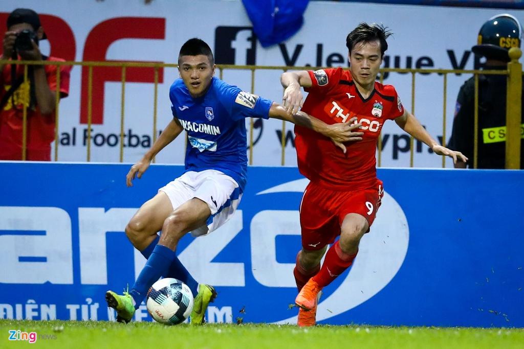 Van Toan trut gian vao bang quang cao trong tran thua CLB Quang Ninh hinh anh 5