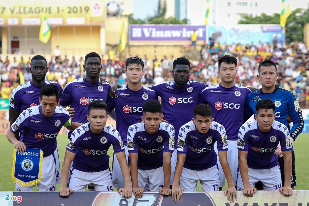 19 phut khong nhu y cua cau thu sinh nam 2000 ra mat V.League hinh anh 1