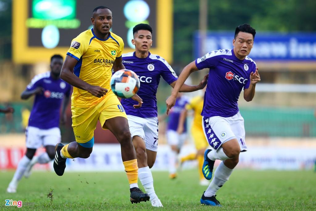 19 phut khong nhu y cua cau thu sinh nam 2000 ra mat V.League hinh anh 2