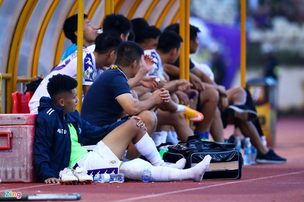 19 phut khong nhu y cua cau thu sinh nam 2000 ra mat V.League hinh anh 3