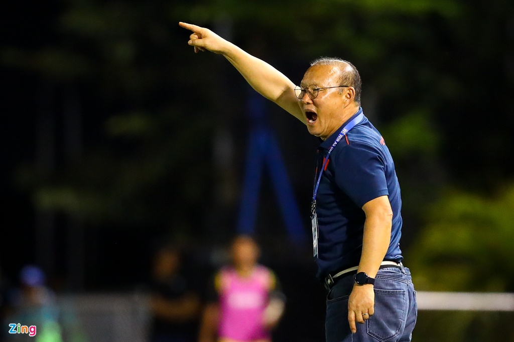 Quang Hai, Hung Dung xem U22 Viet Nam de bep Brunei hinh anh 11