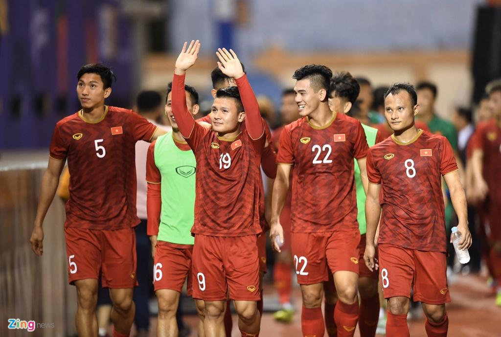 Quang Hai, Hung Dung xem U22 Viet Nam de bep Brunei hinh anh 12