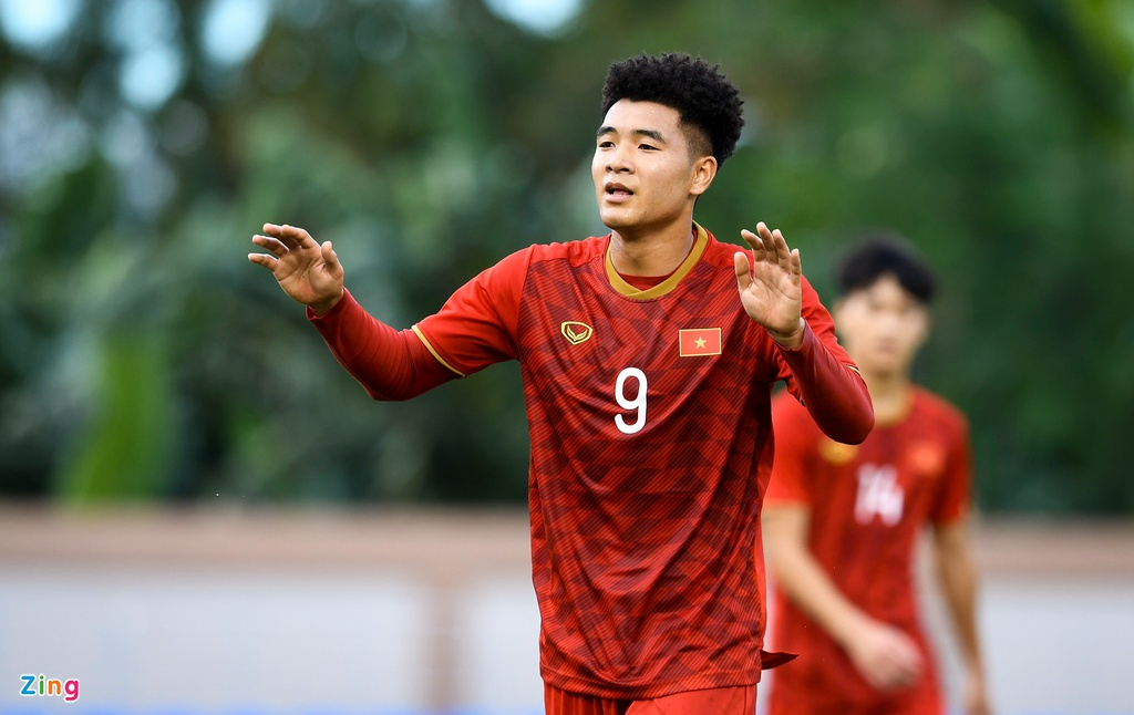 Quang Hai, Hung Dung xem U22 Viet Nam de bep Brunei hinh anh 3
