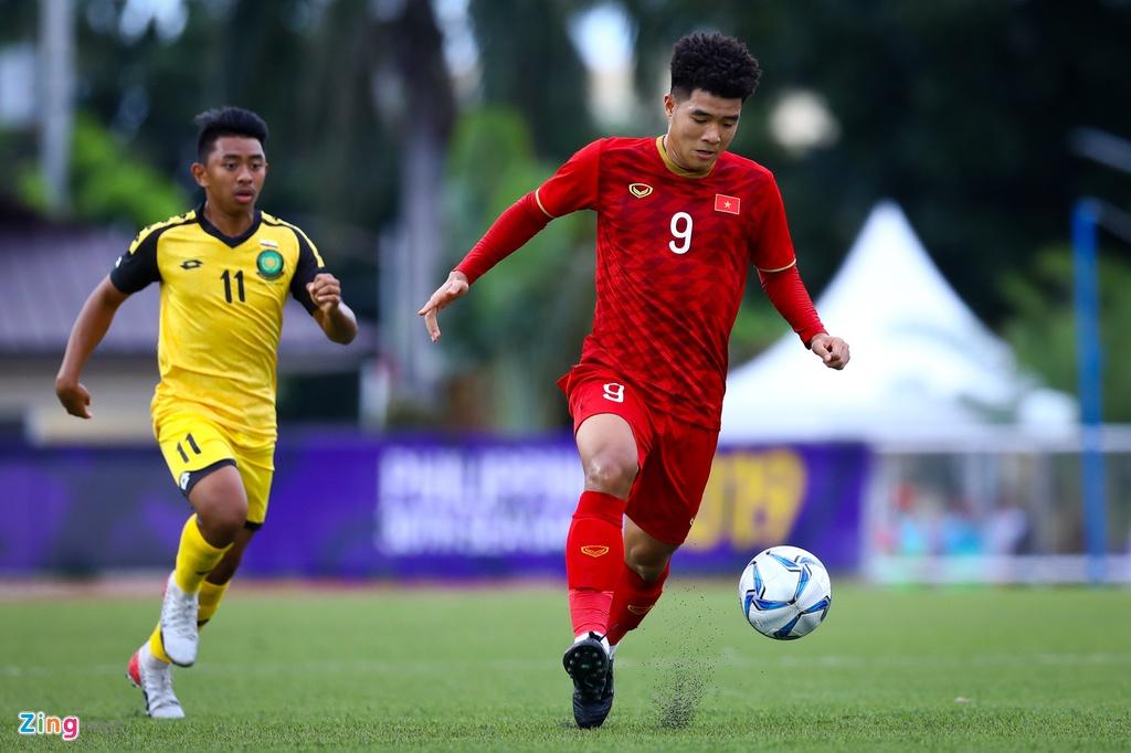 Quang Hai, Hung Dung xem U22 Viet Nam de bep Brunei hinh anh 4