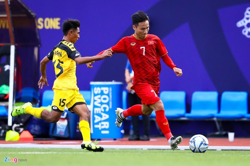 Quang Hai, Hung Dung xem U22 Viet Nam de bep Brunei hinh anh 5