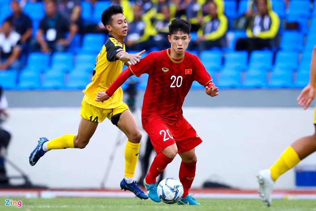 Quang Hai, Hung Dung xem U22 Viet Nam de bep Brunei hinh anh 6