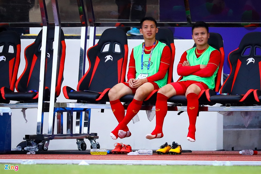 Quang Hai, Hung Dung xem U22 Viet Nam de bep Brunei hinh anh 7