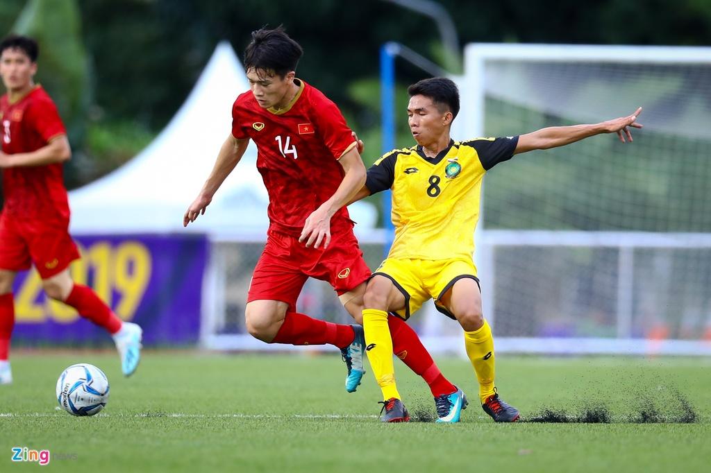 Quang Hai, Hung Dung xem U22 Viet Nam de bep Brunei hinh anh 8