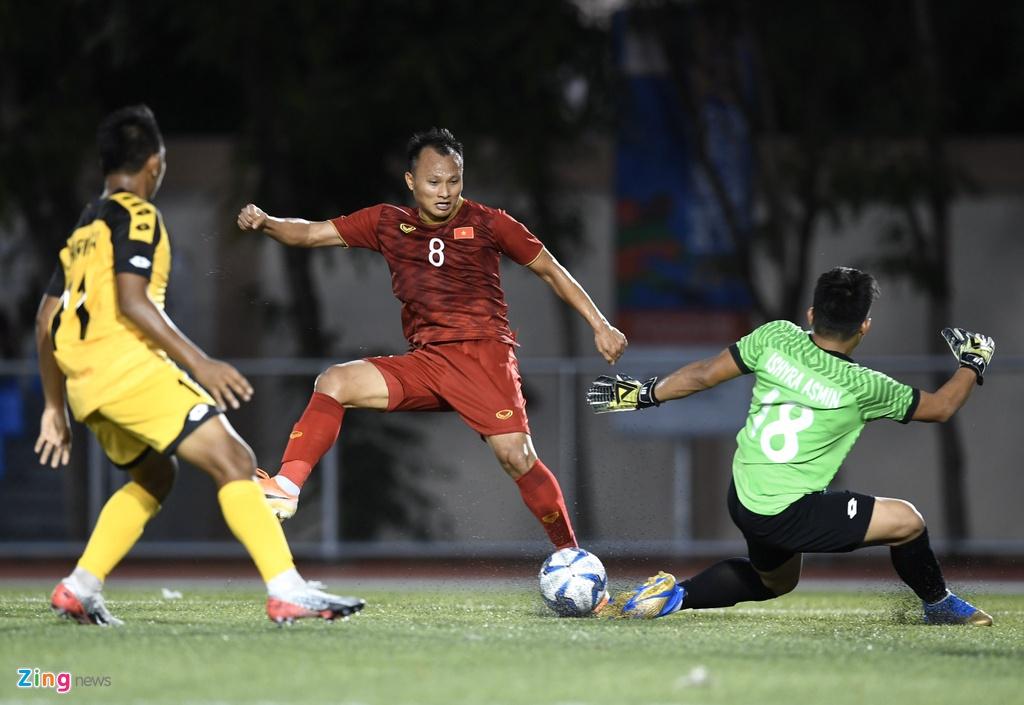 Quang Hai, Hung Dung xem U22 Viet Nam de bep Brunei hinh anh 9