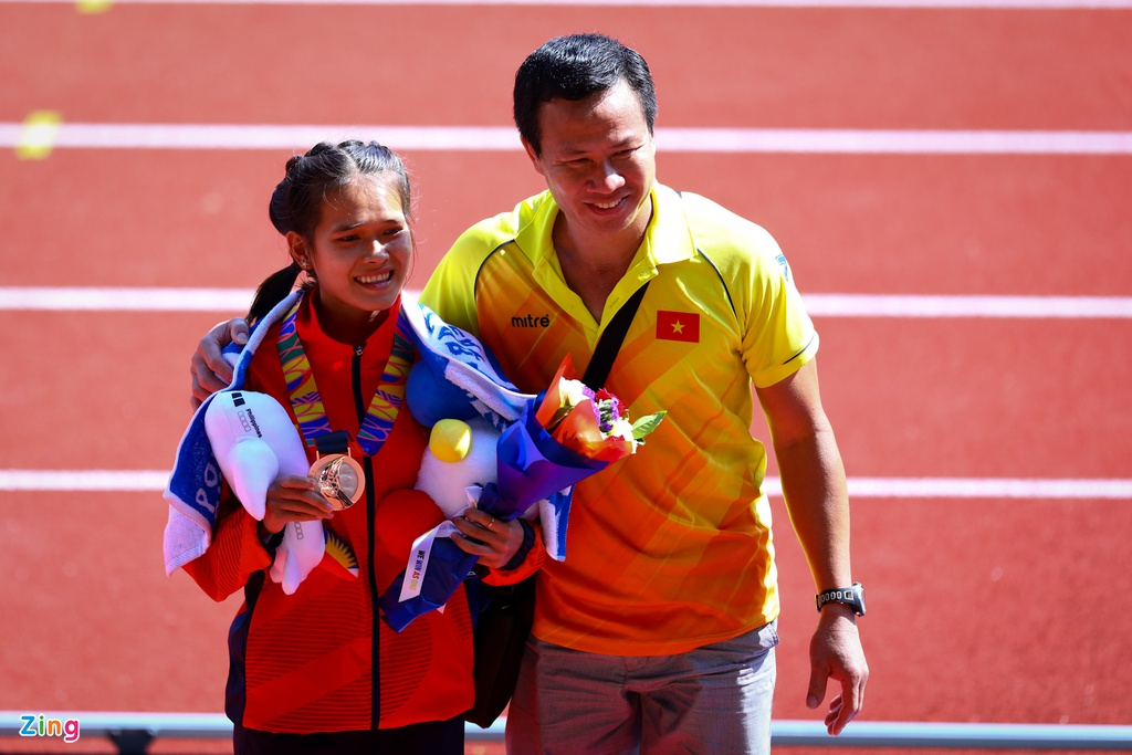 VDV Viet Nam gianh HCD marathon sau khi VDV Indonesia gap su co hinh anh 9