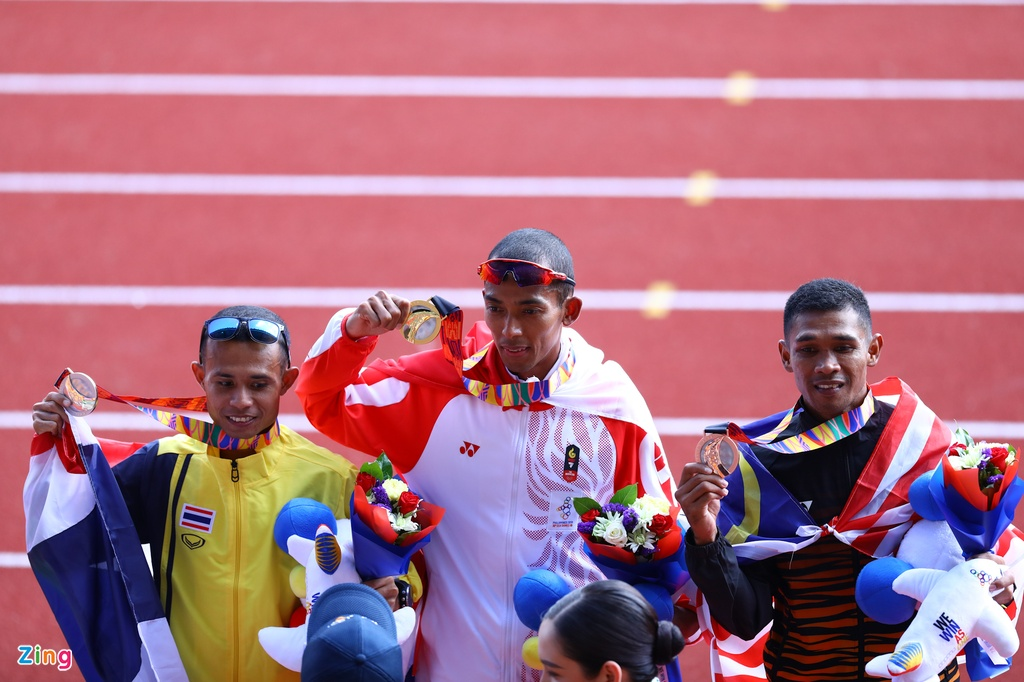 VDV Viet Nam gianh HCD marathon sau khi VDV Indonesia gap su co hinh anh 6