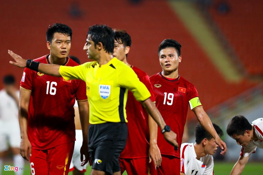 Tran Bao Toan khien U23 Viet Nam nhan phat den trong ngay ra mat hinh anh 4