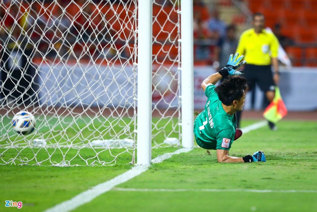 Tran Bao Toan khien U23 Viet Nam nhan phat den trong ngay ra mat hinh anh 7