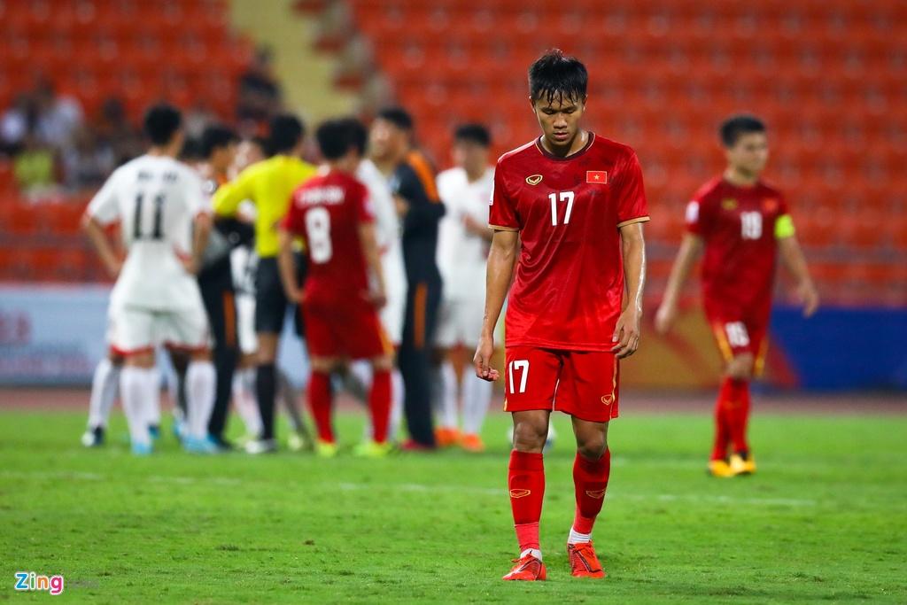 Tran Bao Toan khien U23 Viet Nam nhan phat den trong ngay ra mat hinh anh 9