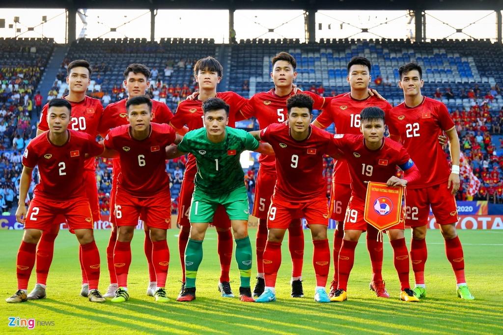 Trong nhóm cầu thủ đủ tuổi dự giải châu Á kế tiếp, Bùi Hoàng Việt Anh là người duy nhất đá chính. Việt Anh và Văn Toản cũng là hai cái tên hiếm hoi sẽ ra sân thường xuyên tại V.League 2020. Thực tế này cho thấy tương lai kế cận của U23 Việt Nam thực sự đáng lo.