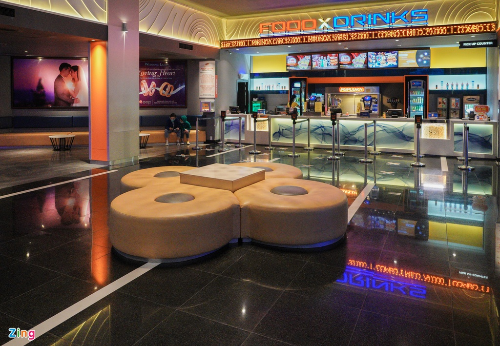 Sau một tuần hoạt động trở lại, các rạp chiếu phim vẫn thưa thớt khách - Ảnh 8.