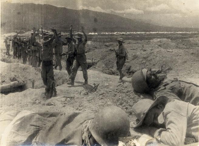 Ngay 7/5/1954,  nhung gio phut hap hoi cua quan Phap noi Dien Bien Phu anh 2