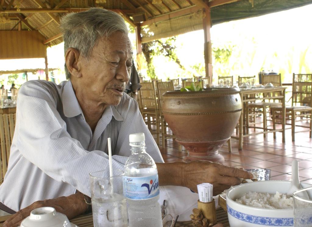 Nha van Son Nam: Su an tu nhien tam,  su ngu tu nhien thanh anh 1