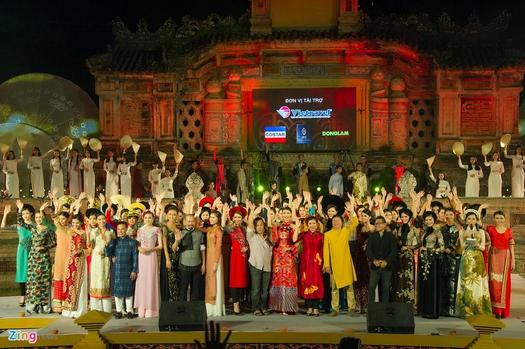Gan 200 nguoi dep duyen dang ao dai Festival Hue hinh anh 15