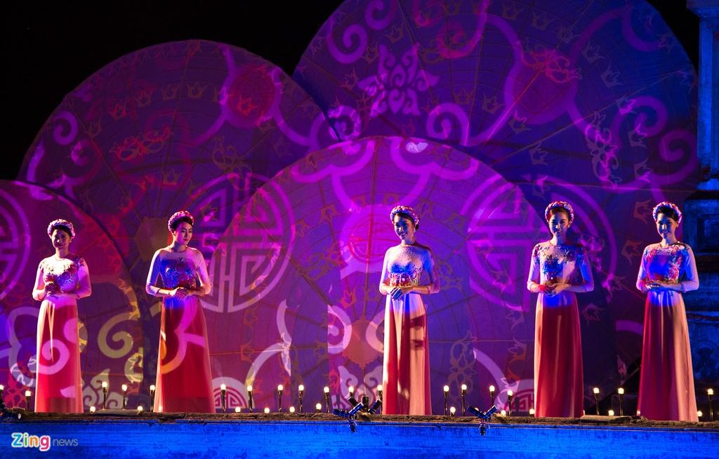Gan 200 nguoi dep duyen dang ao dai Festival Hue hinh anh 7