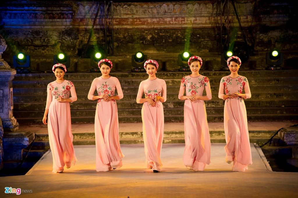Gan 200 nguoi dep duyen dang ao dai Festival Hue hinh anh 8