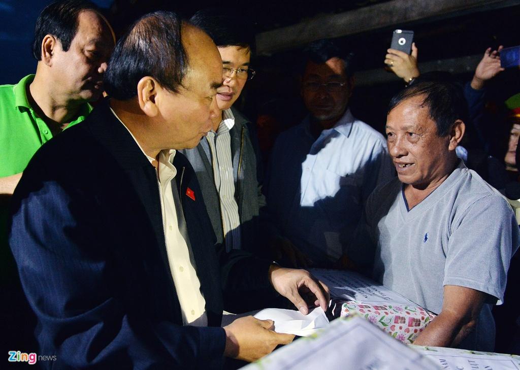 Thu tuong loi nuoc dong vien nguoi dan vung lu Hoi An hinh anh 5