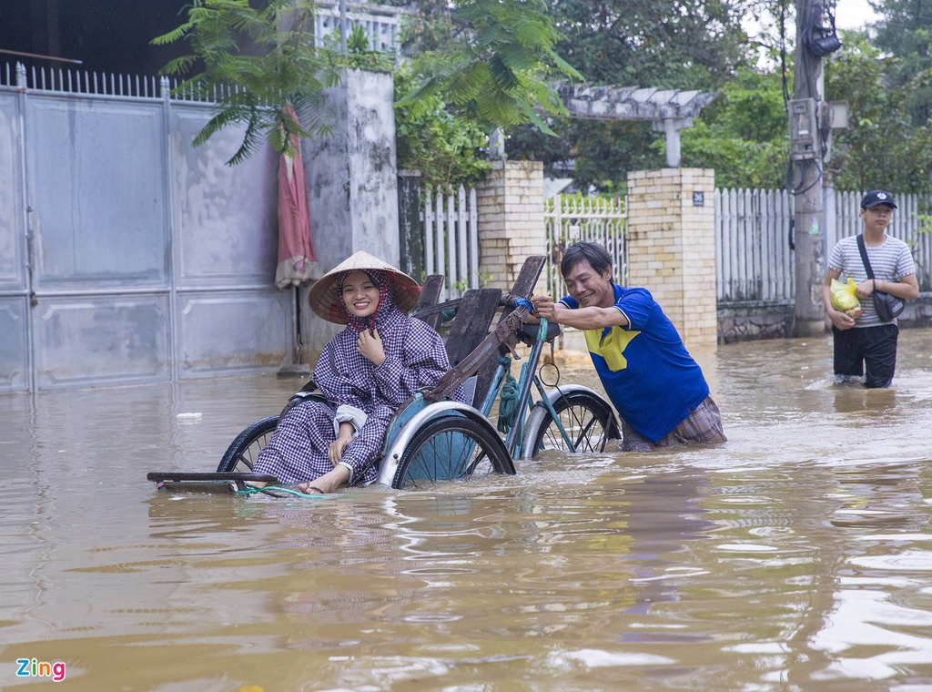 Vung ron lu o tinh Thua Thien - Hue anh 9