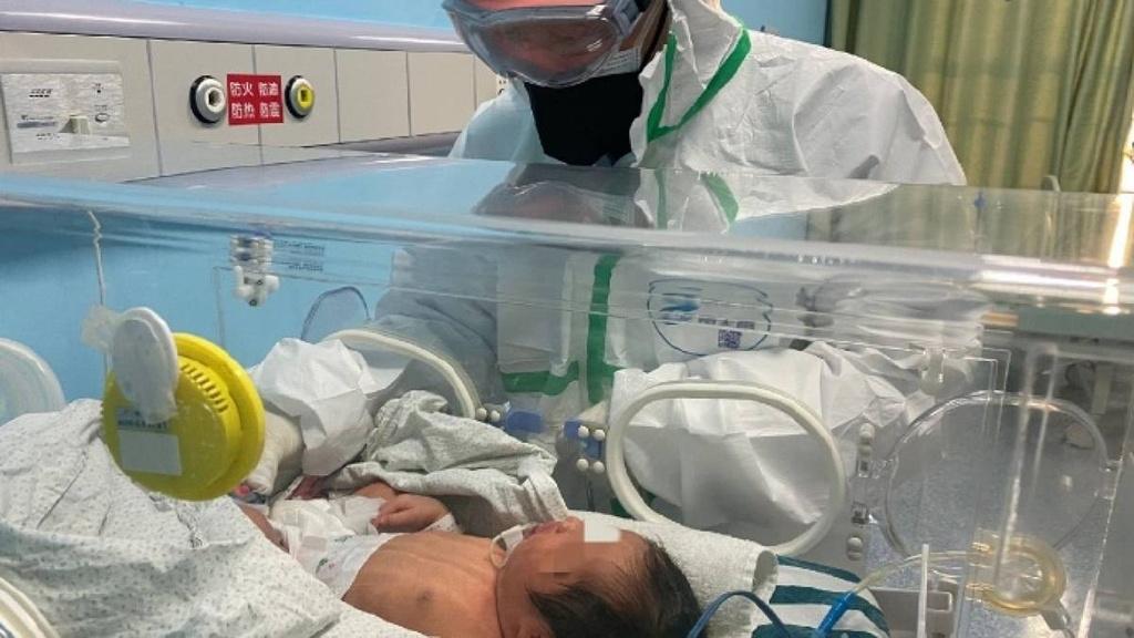 Chong bi tu choi vao phong de khi vo sinh con vi lo so virus corona hinh anh 2 Cheung05.jpg