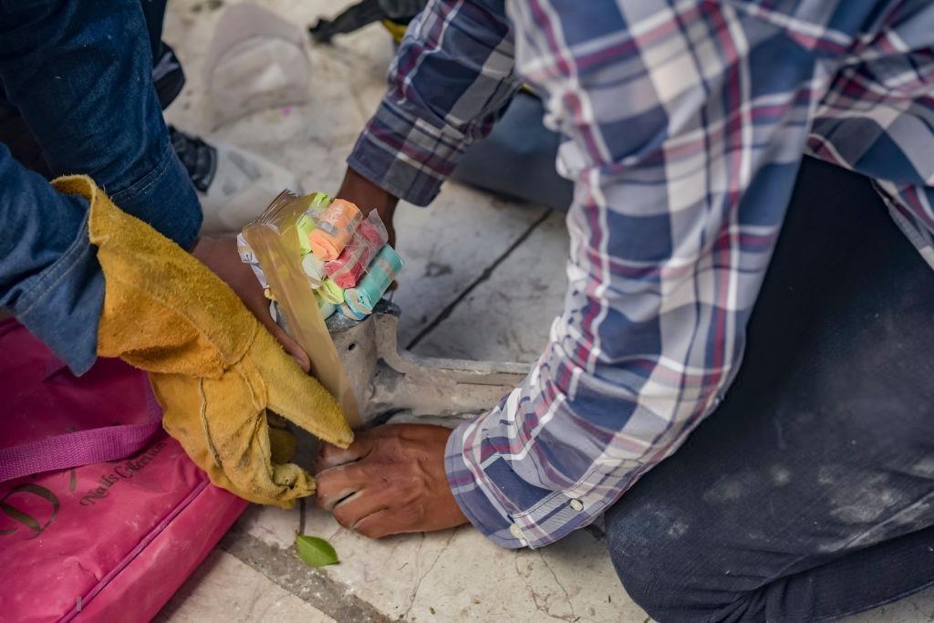Nhung nguoi lieu linh cam bua dap 'bom' trong le hoi Mexico hinh anh 3