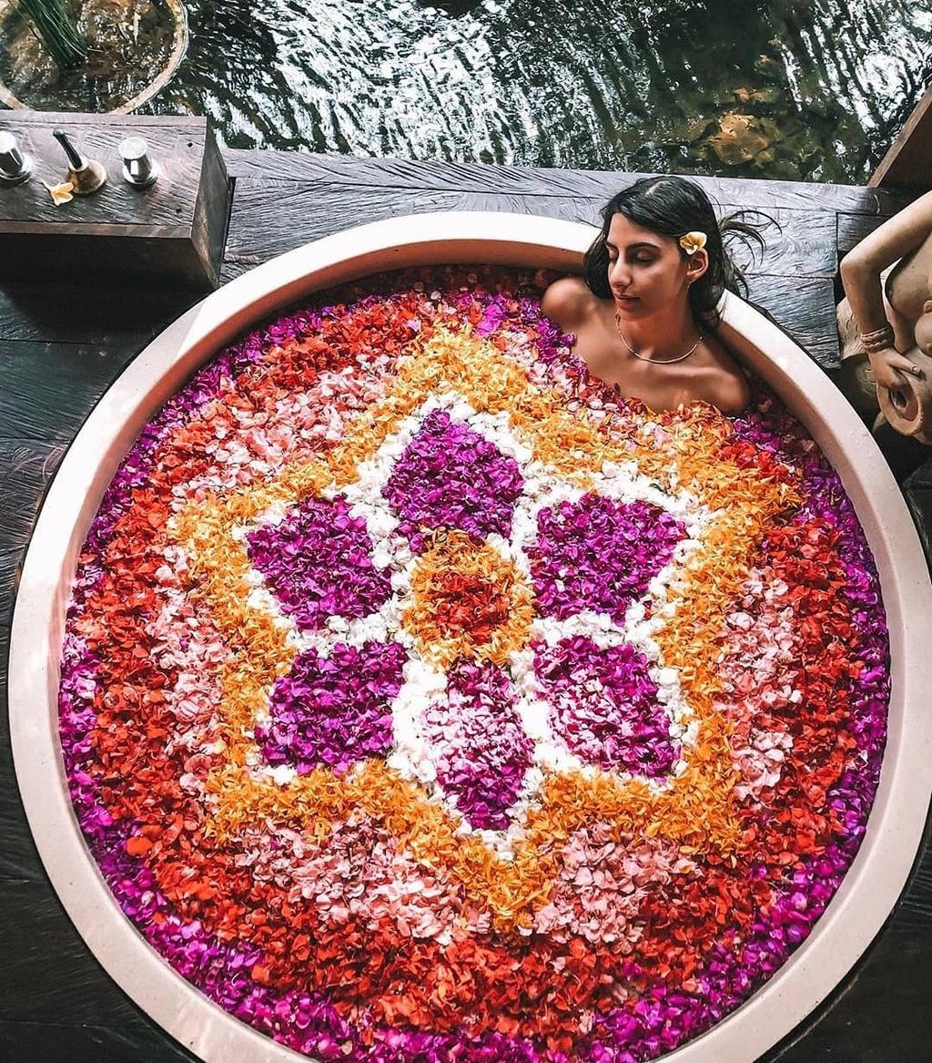 Thu gian trong bon tam day hoa o dao du lich Bali hinh anh 1