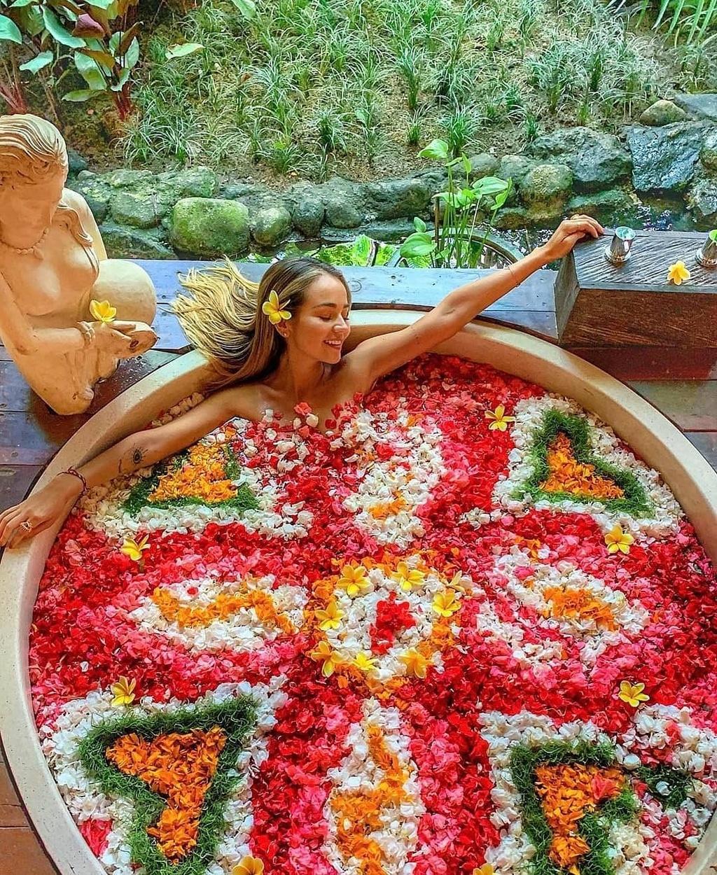 Thu gian trong bon tam day hoa o dao du lich Bali hinh anh 15