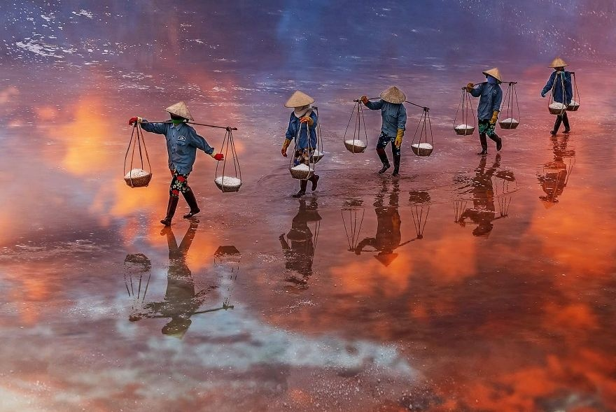 Loat canh dep Viet Nam vao top 50 anh song nuoc an tuong nhat the gioi hinh anh 5 Sunset_on_the_salt_field_of_Ninh_Diem_Khanh_Hoa_Vietnam_by_tuanngocphoto_Vietnam_5e8608b6baf1b_880.jpg