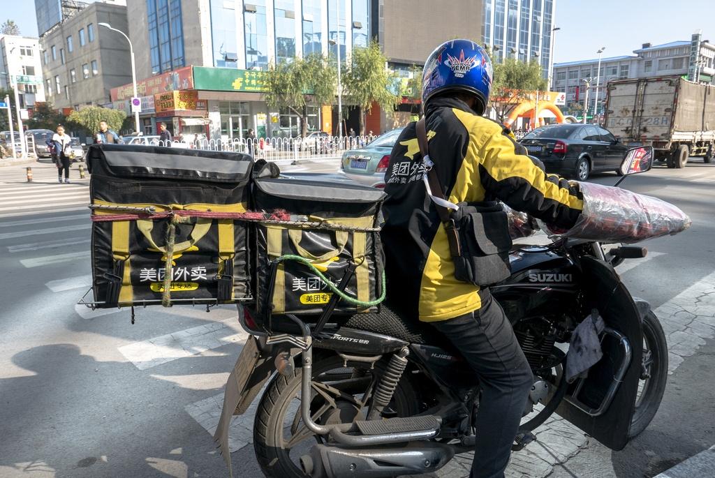 Tai xe giao do an TQ lieu mang song de lam giau cho Alibaba va Tencent hinh anh 4