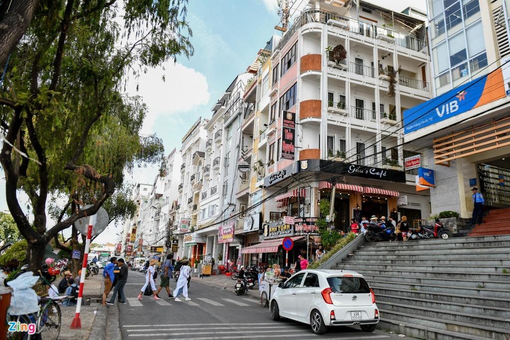 Airbnb, Agoda, Booking dan lay thi phan khach san binh dan hinh anh 2