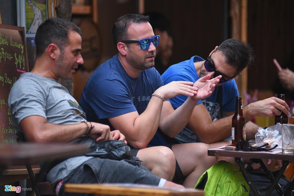 Airbnb, Agoda, Booking dần lấy thị phần khách sạn bình dân