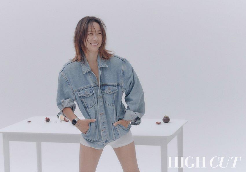 Lee Hyori tao bao, bo quen noi y khi dien jeans yem tren tap chi hinh anh 5