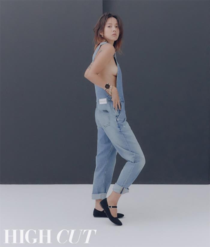 Lee Hyori tao bao, bo quen noi y khi dien jeans yem tren tap chi hinh anh 4