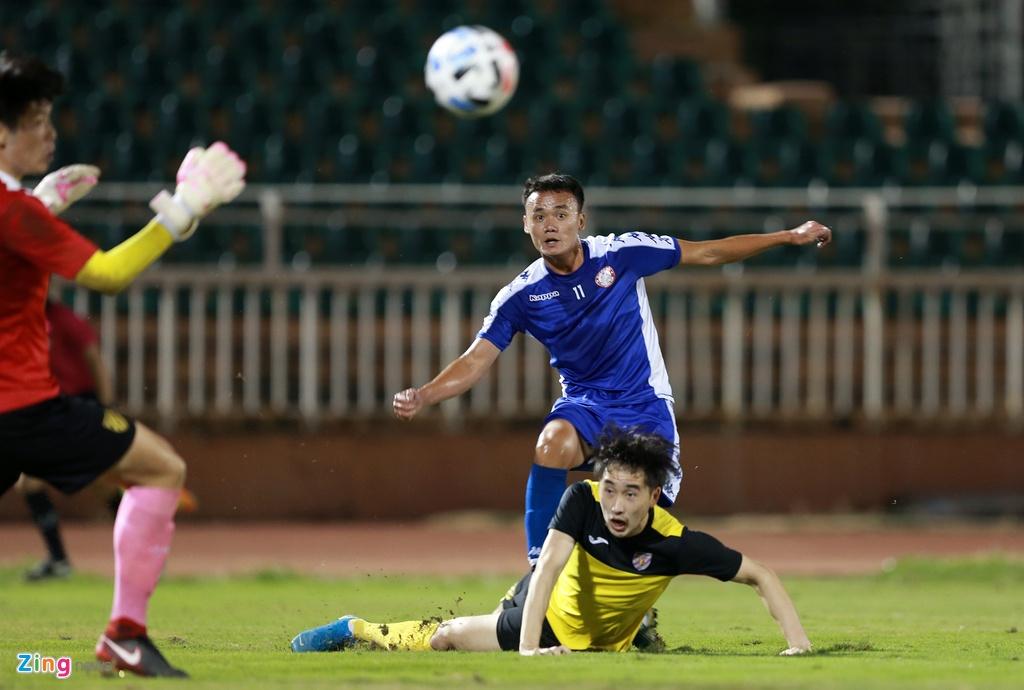 HLV Chung Hae-seong thay toàn bộ đội hình trong hiệp 2, nhưng vẫn không thể khai thông thế bế tắc của trận đấu.