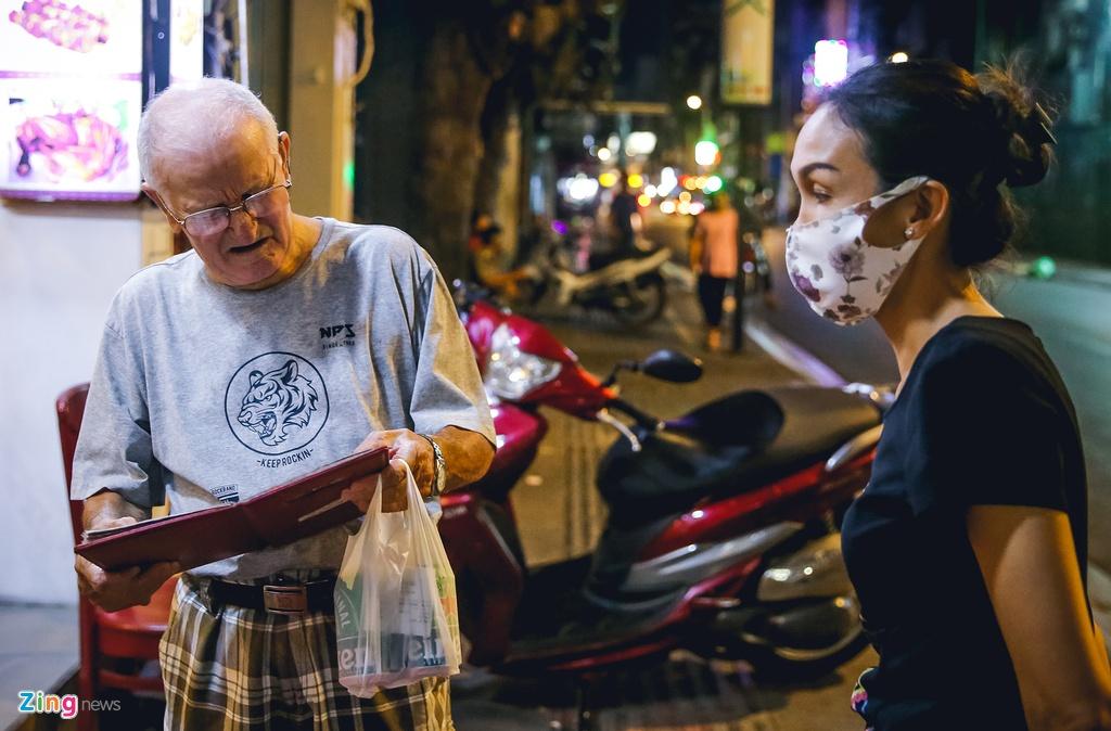 Pho Tay Bui Vien van diu hiu sau khi het cach ly xa hoi hinh anh 10 bv10_zing.jpg