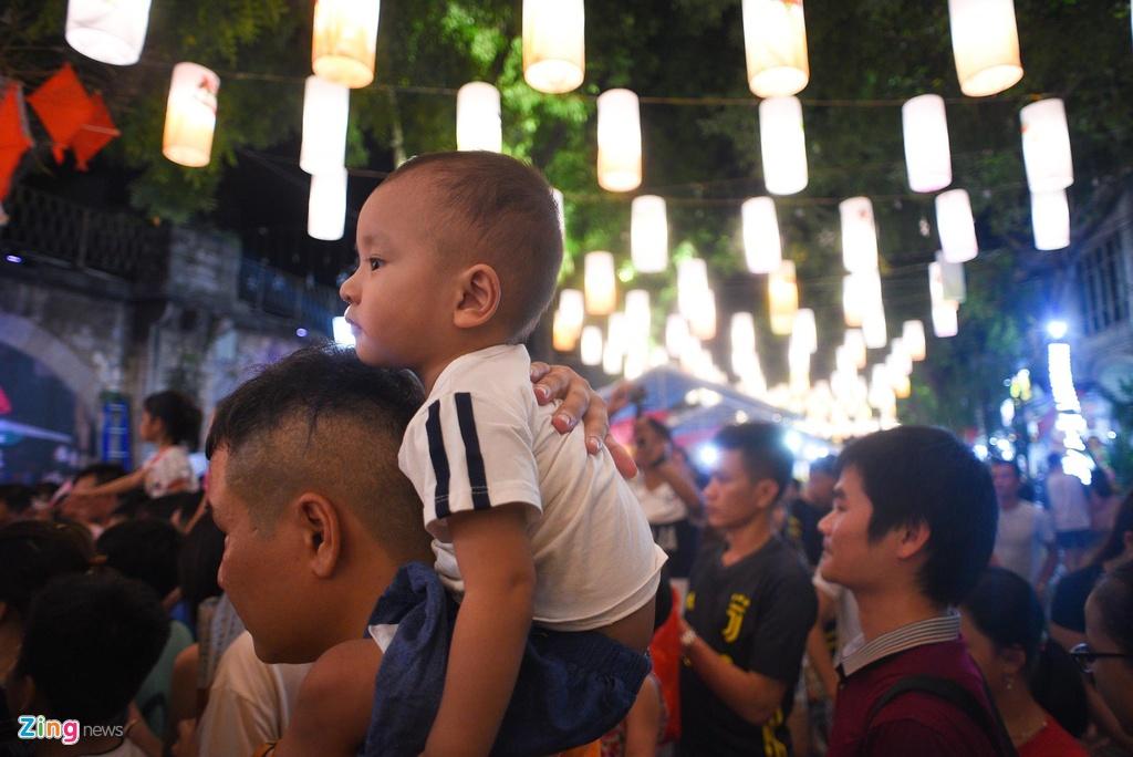 Pho den long 'soan ngoi' Hang Ma thanh noi check-in moi dip Trung thu hinh anh 11