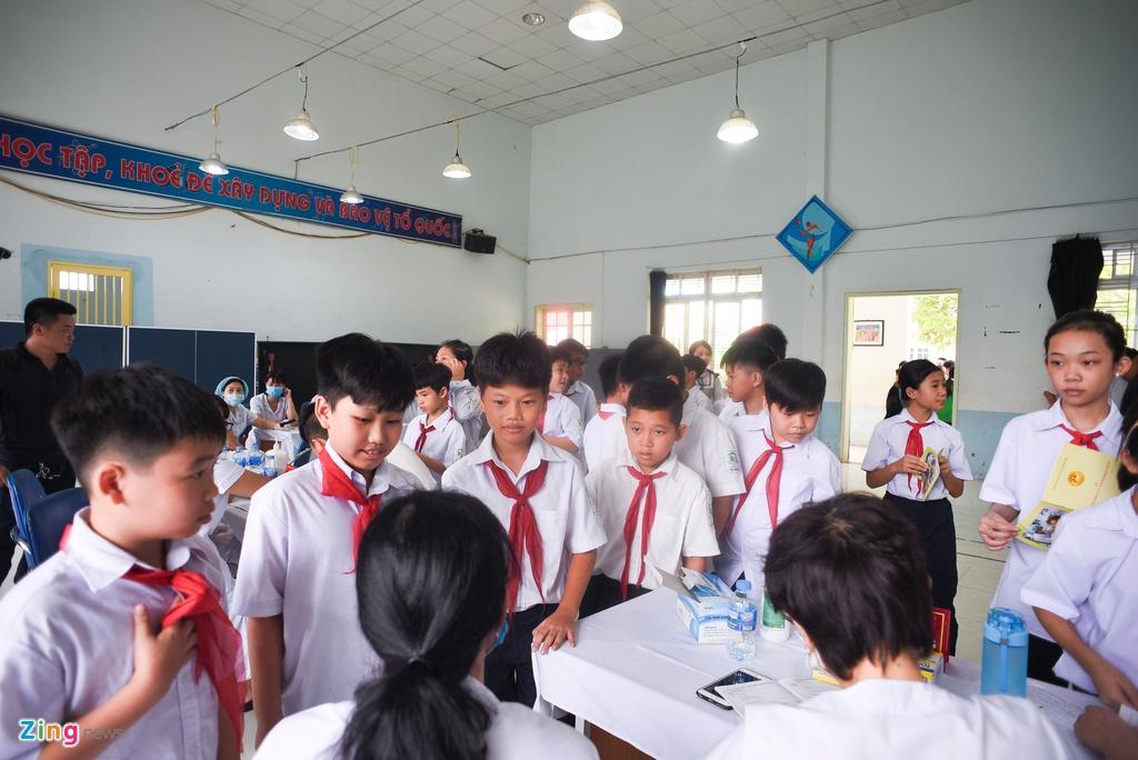 Kham suc khoe cho hoc sinh Ha Dinh anh 10