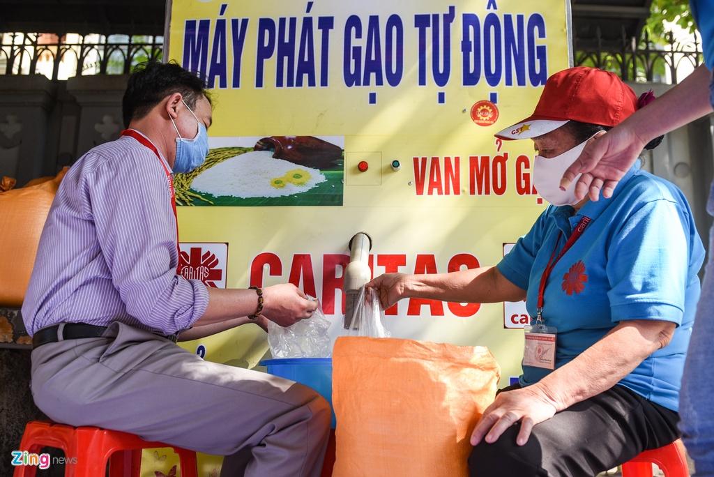 Xep hang quanh Nha tho Lon cho nhan gao mien phi hinh anh 3 DSC_5376_zing.jpg