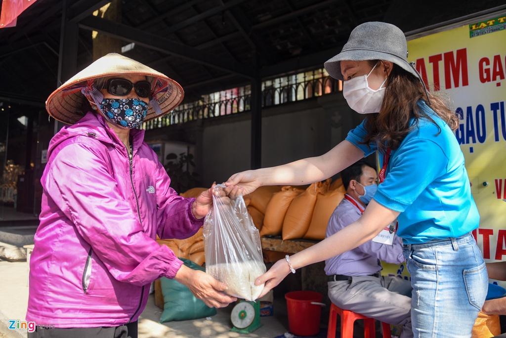 Xep hang quanh Nha tho Lon cho nhan gao mien phi hinh anh 5 DSC_5377_zing.jpg