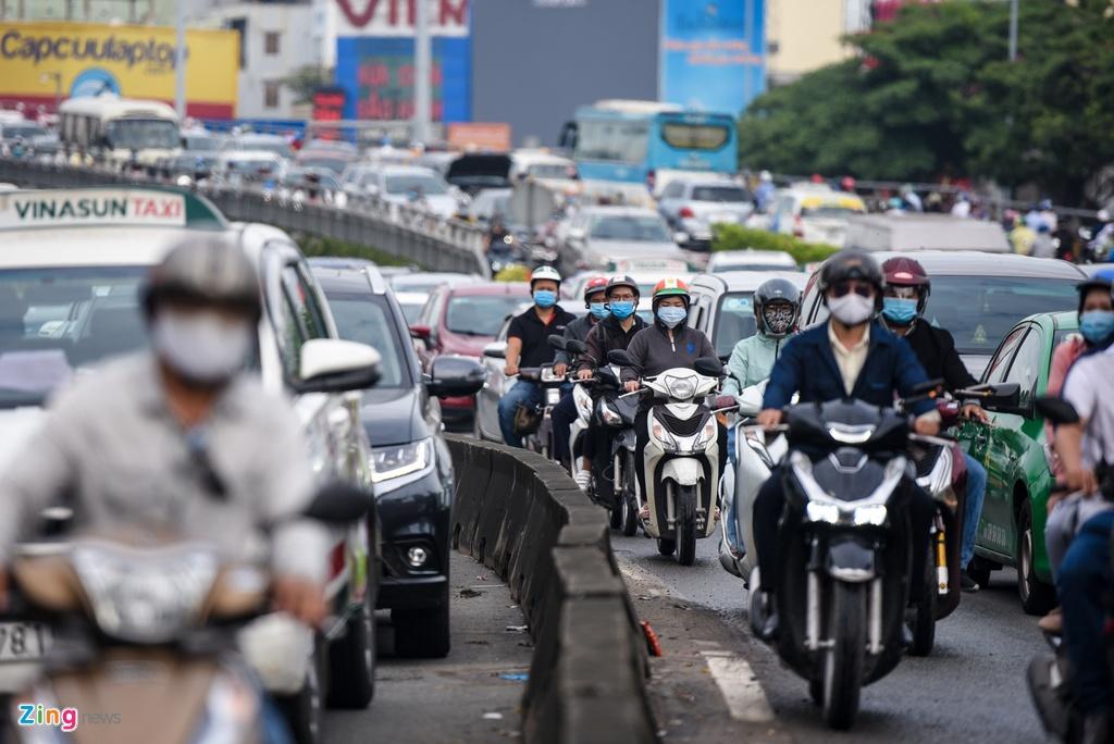 Ket xe o Nguyen Huu Canh anh 4