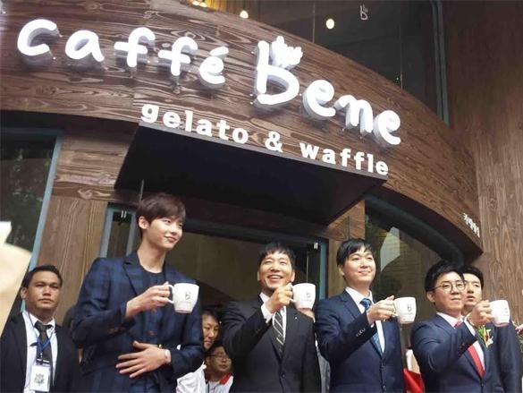 The KAfe, Saigon Cafe, Caffe Bene... vi sao kho song o Viet Nam? hinh anh 2