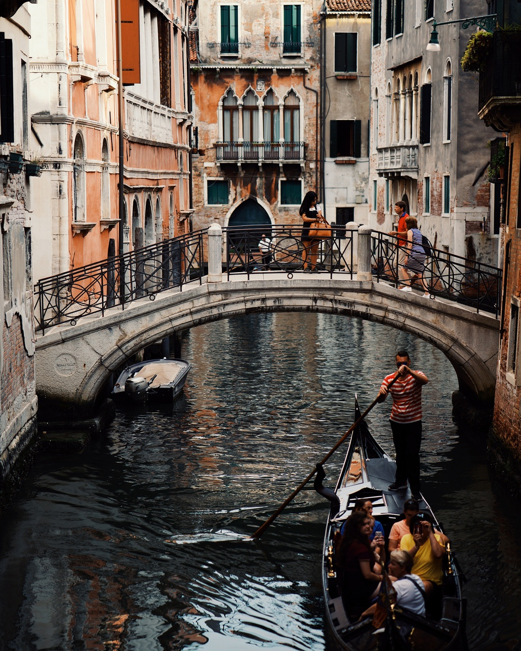 Theo chan Chau Bui den Venice: Lac vao giac mong dep quen loi ve hinh anh 4