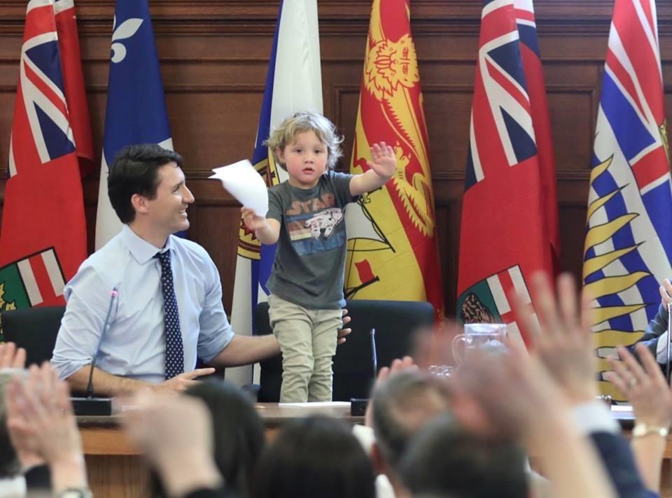 Con trai 3 tuoi cua thu tuong Canada bat ngo noi tieng tren mang hinh anh 1