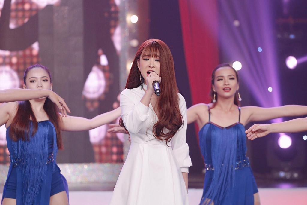 Hot girl cover Yen Tatoo: 'Kho xu khi duoc khen hat hay hon Chi Pu' hinh anh 1