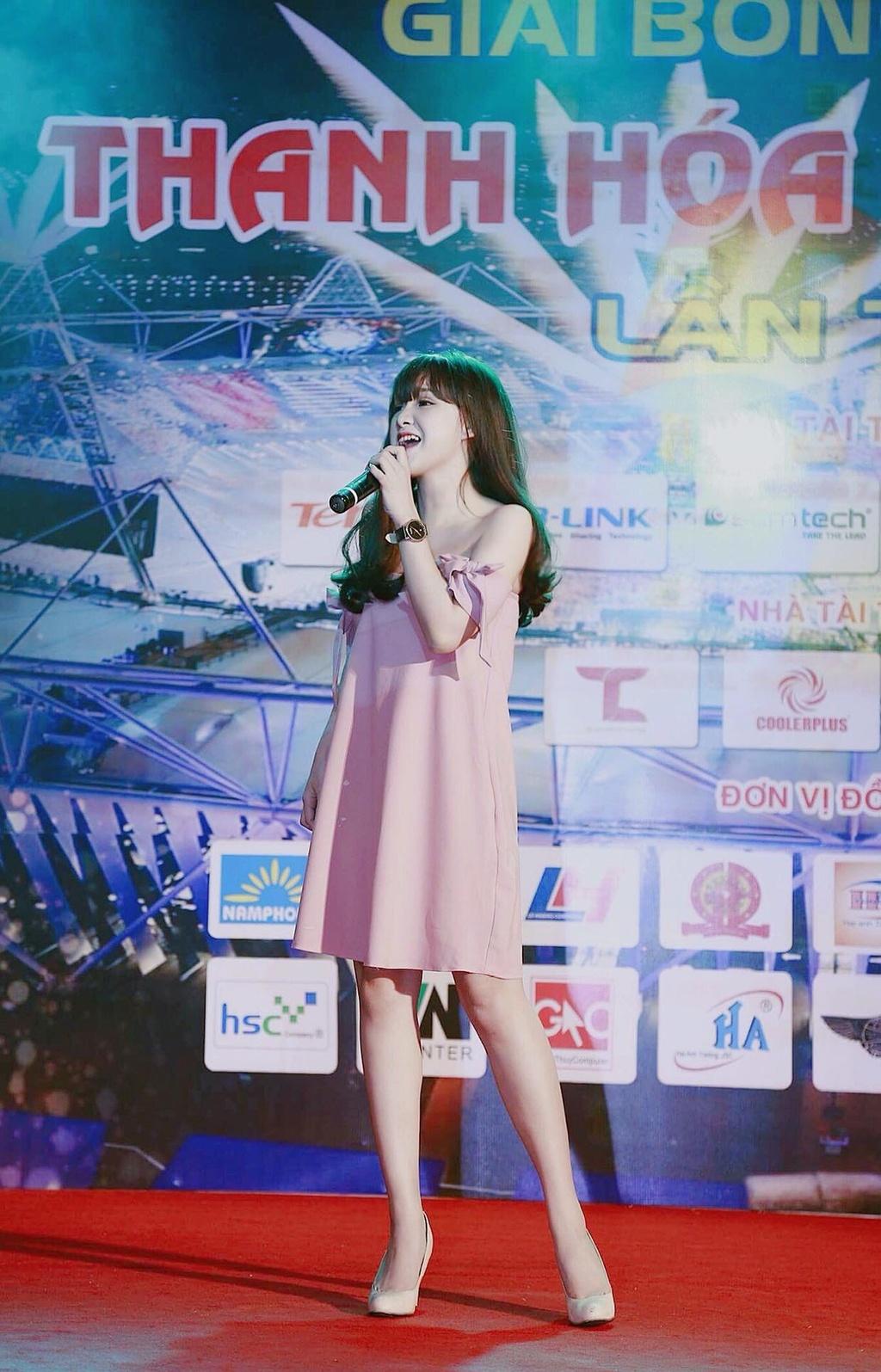 Hot girl cover Yen Tatoo: 'Kho xu khi duoc khen hat hay hon Chi Pu' hinh anh 3